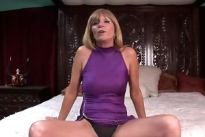 d like to fuck gets undressed on her ottoman