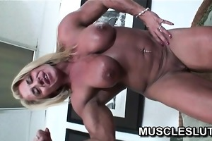 muscle floozy dildoing her love tunnel