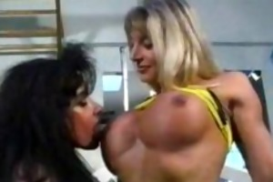bodybuilding milfs acquire slit amiable at the gym